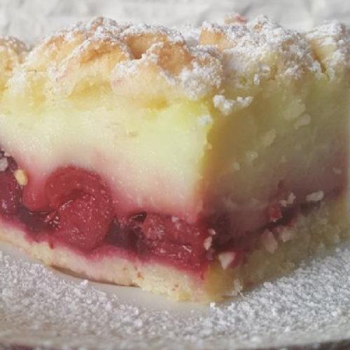 Pastel con cerezas y Budito® de vainilla