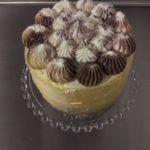 Pastel de cumpleaños con relleno de crema de Budito