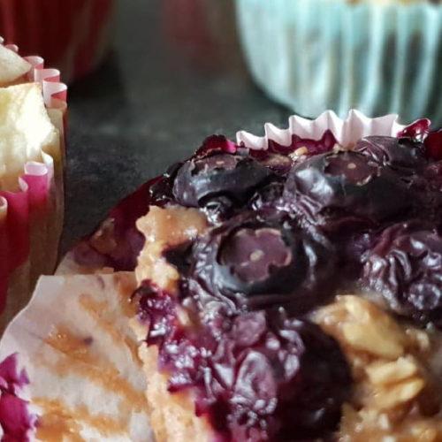 Muffins sin azúcar hechos con avena, frutas y Budito®